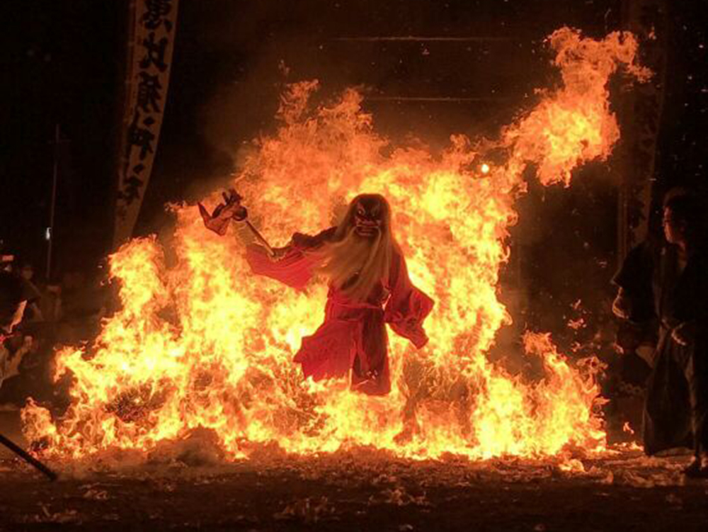 天狗の火渡り画像